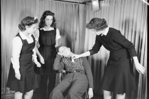 06M_P48S1P07812 _theatre_amateur_1942